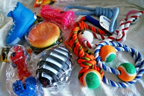 LARGE DOG TOY SELECTION BOX OF TEN ASSORTED DOG TOYS LARGE SQUEAKY & ROPE TOYS
